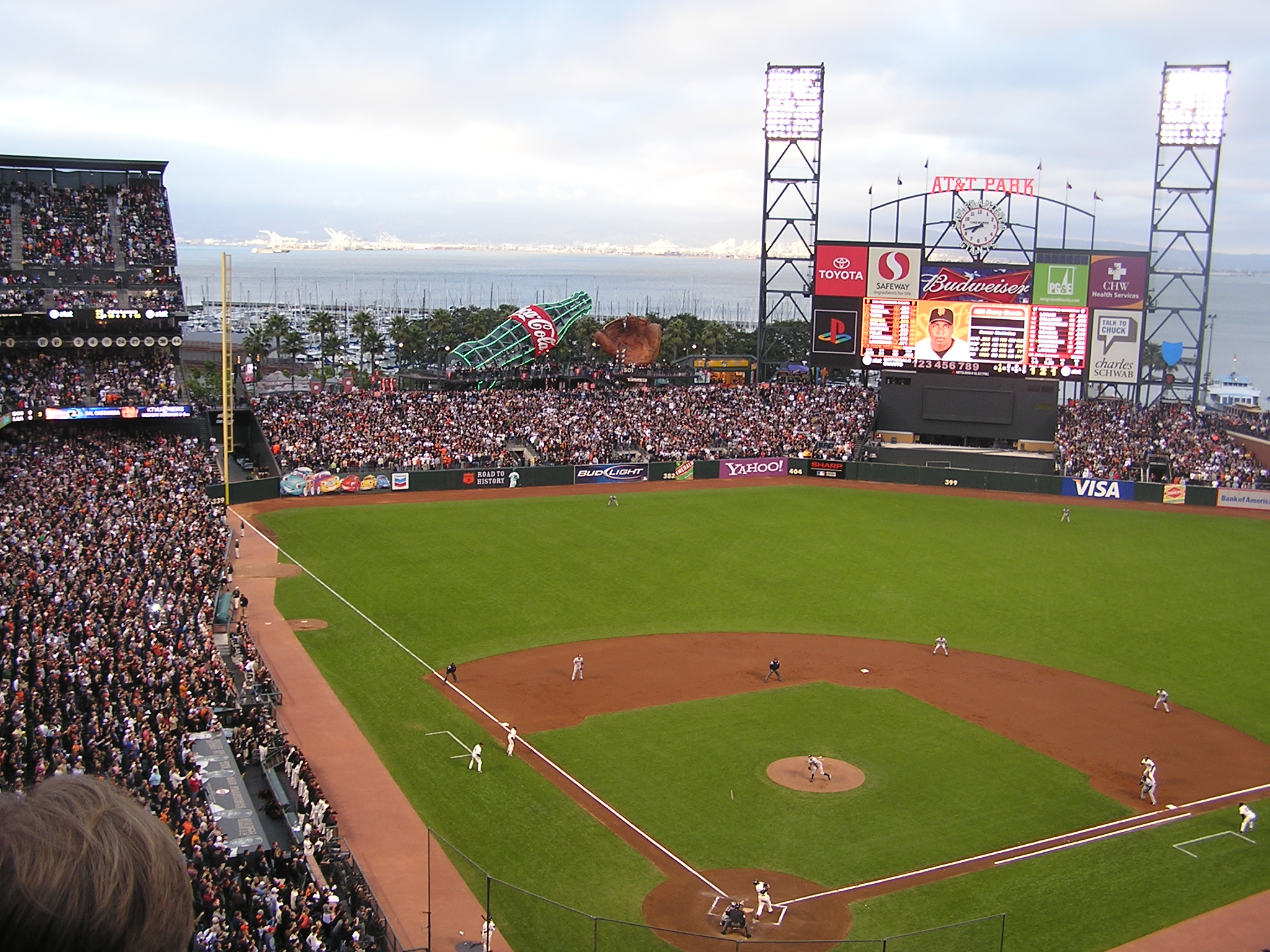 Bonds connects - But not 756 - AT&T Park, San Fran